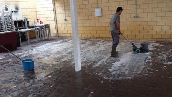 empresas de limpieza marbella malaga 608449669